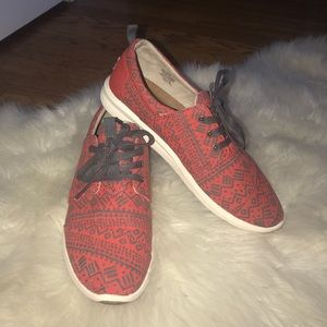 Toms Del Ray canvas red gray sneakers size 9.5